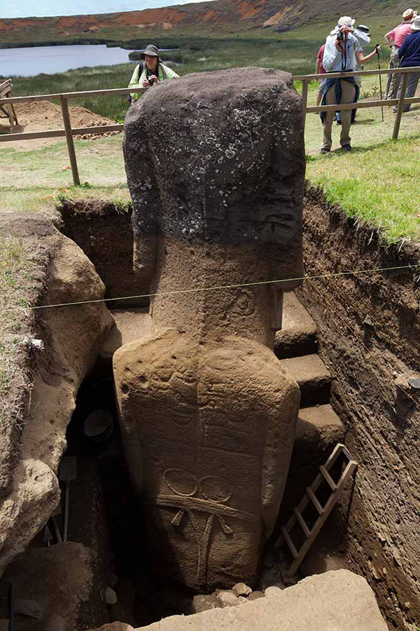 easter-island-statue-bodies-1