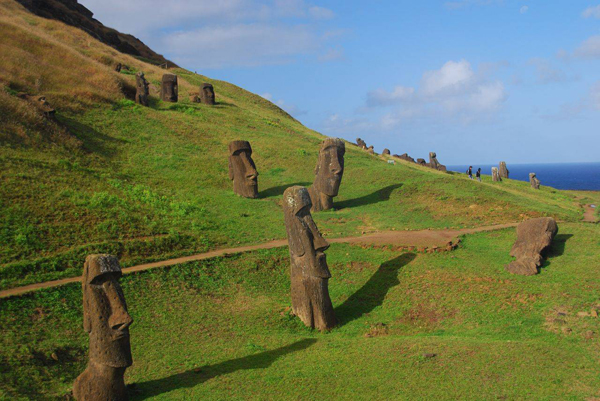easter-island-statue-bodies-4