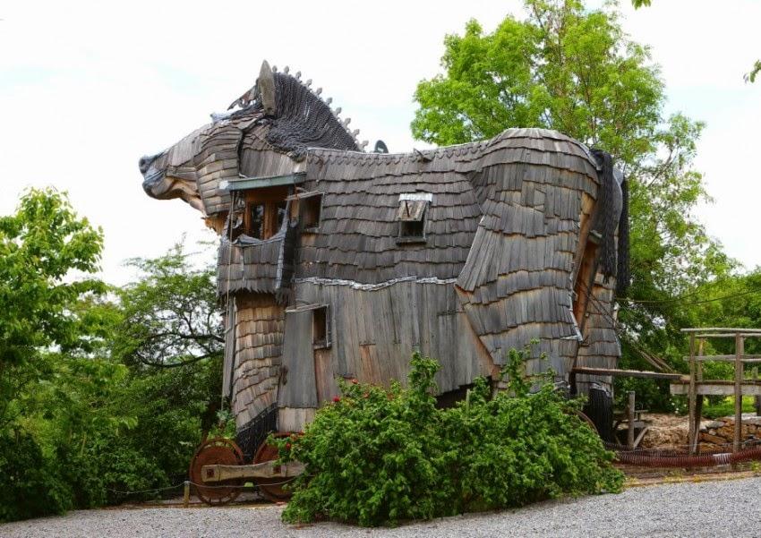 Trojan-Horse-Hotel