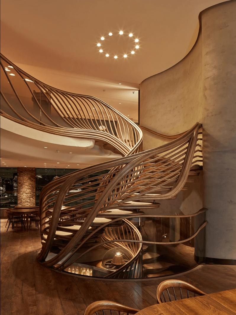 Incrível escadaria escultural de madeira em Londres, fotografia de Alex Haw 4